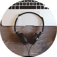 オンライン英会話のマンツーマンレッスンを通じて、4技能:聞くを強化します。